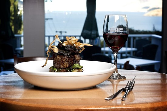 Governors Bay Hotel: Eye fillet and Pinot with a view