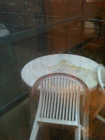 Appart'City Bordeaux Centre : table à l'extérieur