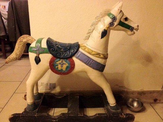 Hotel Le Mas de Peint: cheval de bois/