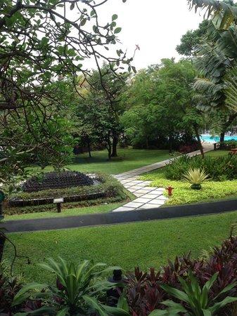 Hotel Borobudur Jakarta: Nice Garden