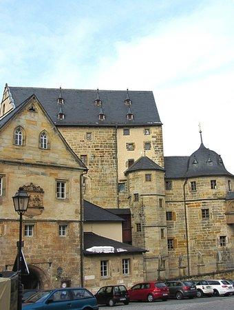 Schloss Thurnau: Das Schloss von der Straße aus