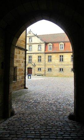 Schloss Thurnau: Eintritt in den Schlosshof