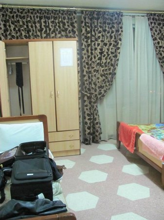 Arab Tower Hotel: Extra large bedroom with second bathroom