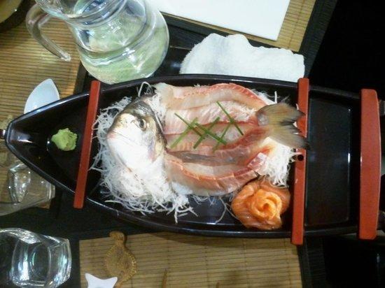 Sushi Bar Wazakura: Daurade entière