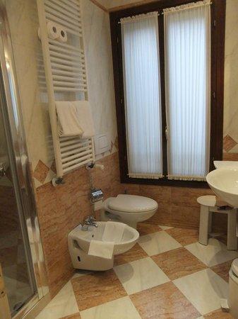 Hotel Ca' Dogaressa: Bathroom