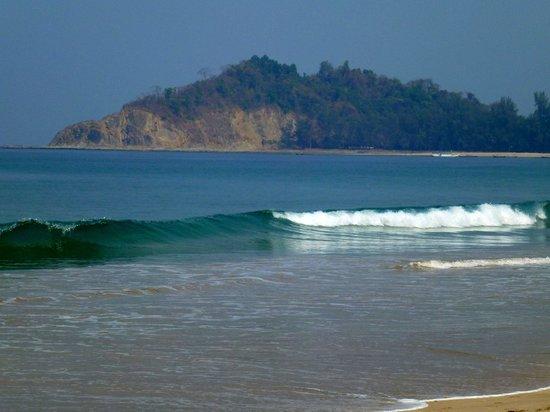 Ngapali, Myanmar: Turquoise waves