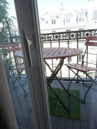 โอแตล ปารีส์ ริโวลิ: Aussicht zum Balkon