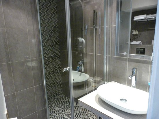 Hotel Paris Rivoli: Die moderne Duschkabine