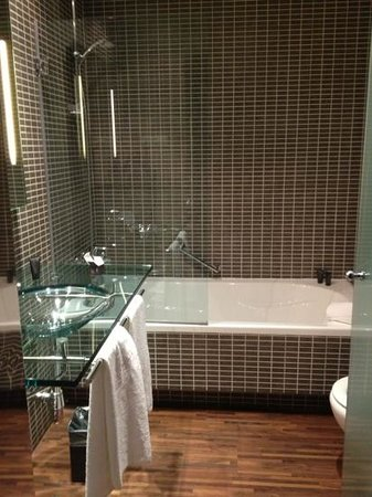AC Hotel Milano by Marriott: bathroom