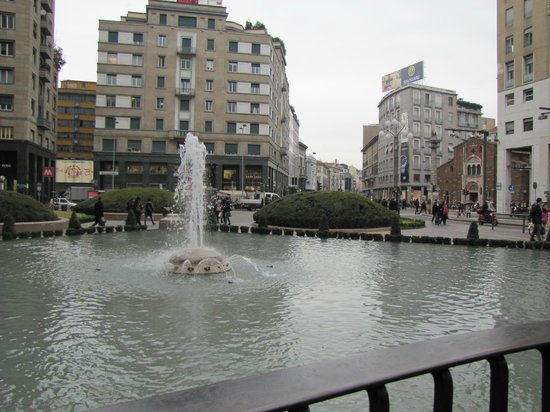 Fontana di Piazza San Babila: fontana piazza san Babila