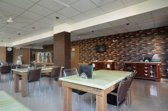 Lotels Hotel: Restaurant