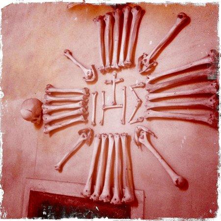 Sedlec Chapel: Bone decor on the entry way of the Chapel