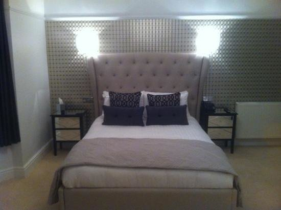 Number Four Boutique Hotel: our bed!