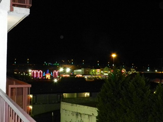 Park Tower Inn: View from balcony at night