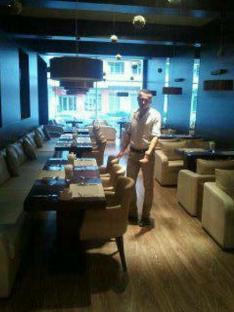 "Au79 Cafe & Restaurant: Зал ресторана  ""Au-79"""