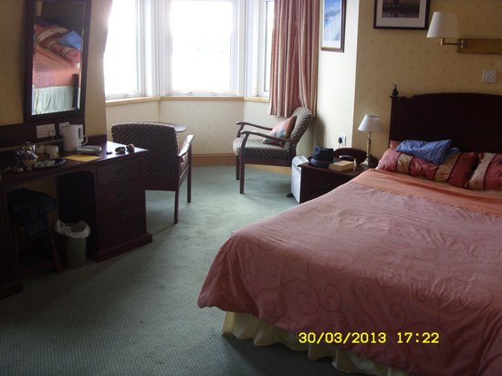 The Alexandra Hotel: Our lovely comfortable 'room with a stunning view'