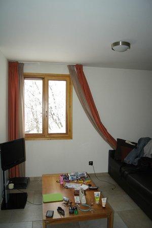 Residence l'Adret : окно в номере