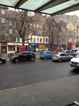 Apex City of Edinburgh Hotel: Grassmarket from hotel