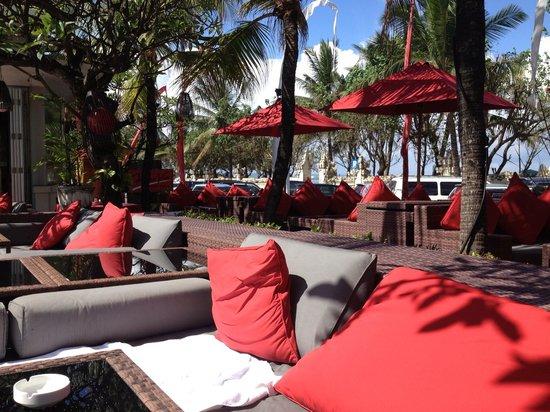 Kuta Seaview Boutique Resort & Spa: Pool side