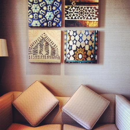 Hilton Ras Al Khaimah Resort & Spa: wall decor in the room