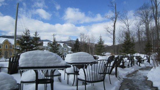 Bordée de neige fin Mars au Burger Pub