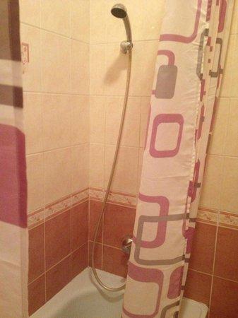 Apartment Historical Centre: shower