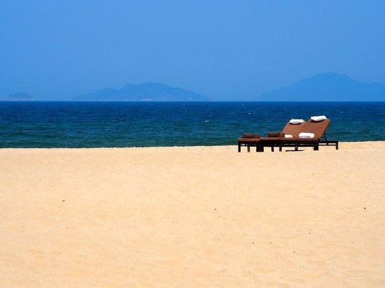 The Nam Hai Hoi An: White sand beach