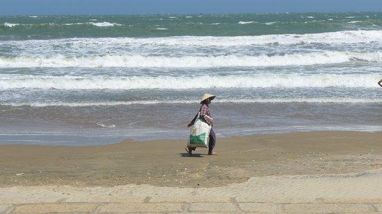 Pandanus Resort: Beach is nice but nothing special