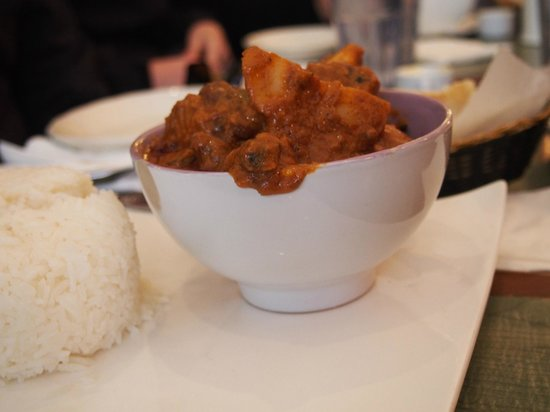 Taste Harlem Food & Cultural Tours : Curry at a French African bistro