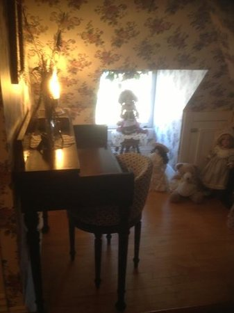 Dreams of Yesteryear: doll alcove third level