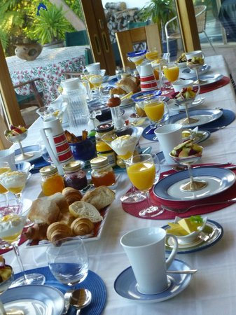 Chalet Romantica: Breakfast