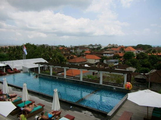 The ONE Legian : Poolside rooftop