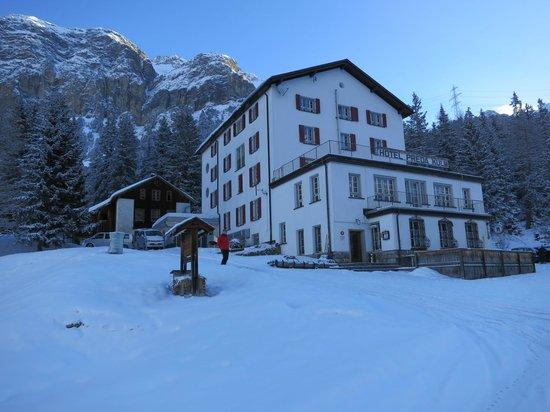 Hotel Preda Kulm: Early morning view of hotel
