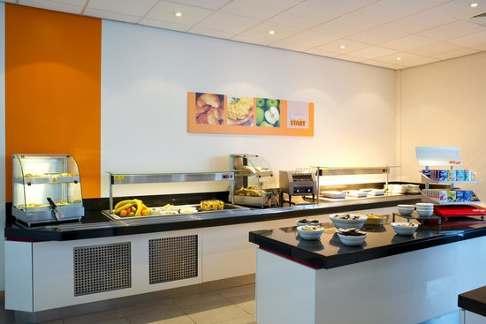 Holiday Inn Express Rotherham-North: Breakfast Area