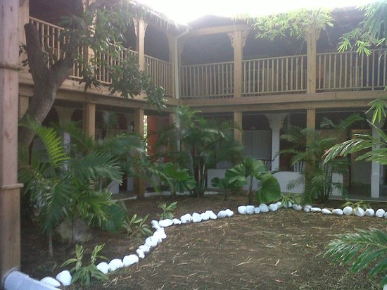 Royal Decameron Club Caribbean: courtyard