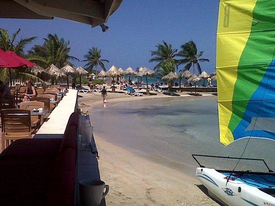 Royal Decameron Club Caribbean: beach from main bar