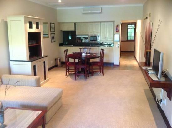 Lake Pleasant Living : lounge kitchenette
