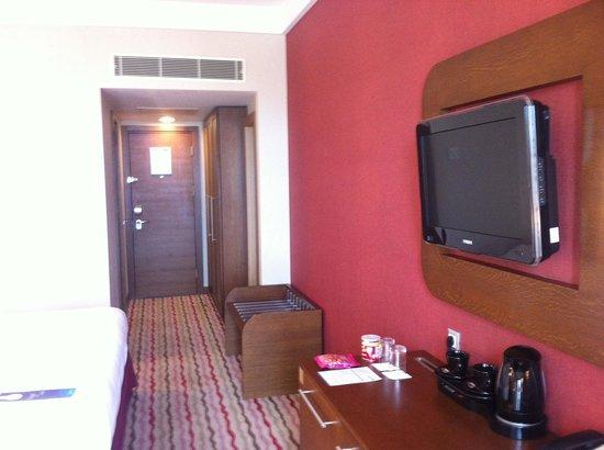 Al Mahary Radisson Blu Hotel, Tripoli: oda tv