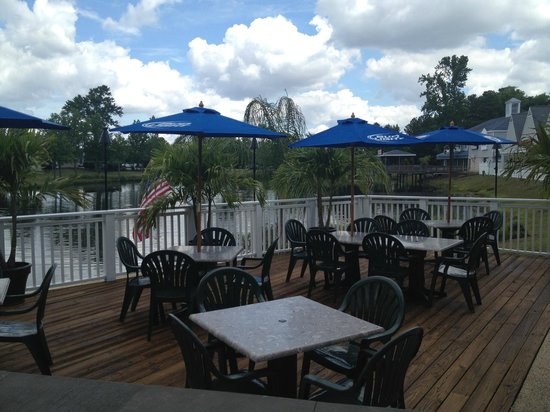 Taylor's Neighborhood Restaurant: Outdoor Dining