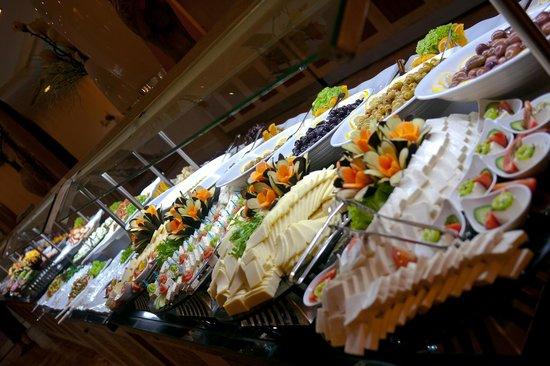 Aydinbey King's Palace Spa & Resort: Morning Buffet