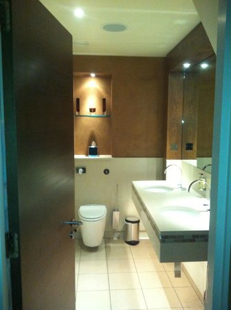 The Forbury Roseate: Bathroom