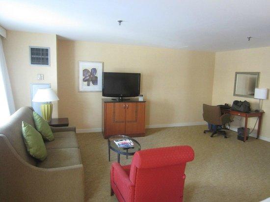 Toronto Marriott City Centre Hotel: Sala habitación 377