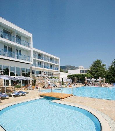 โรงแรมบลูซันโบรัค: Pool deck area