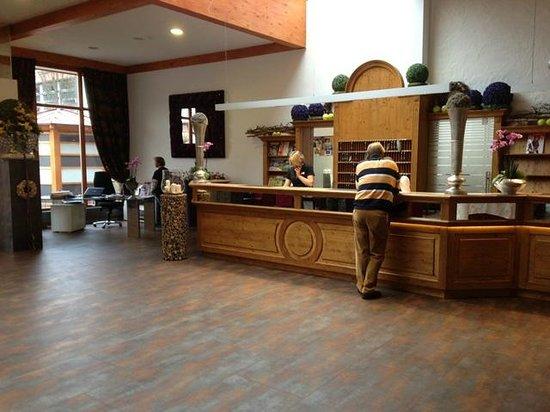 Fuerstenhof Quellness- und Golfhotel: Rezeption