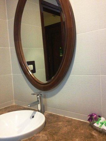 Hanoi Charming 2 Hotel: Sauber wie das gesamte Hotel: das Badezimmer