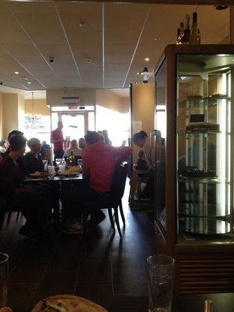 The Ham Bone Brasserie & Deli: hambone .. full and people waiting for tables