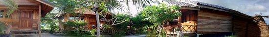 Sealon Beach Bungalows: row huts