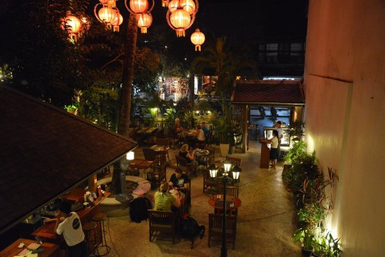 Coconut Garden: Front courtyard at night.