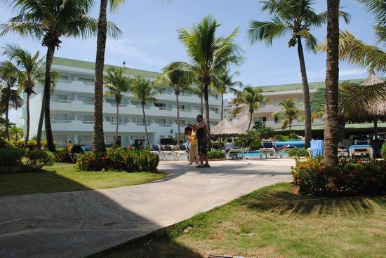 Isla Caribe Beach Hotel: Pool area