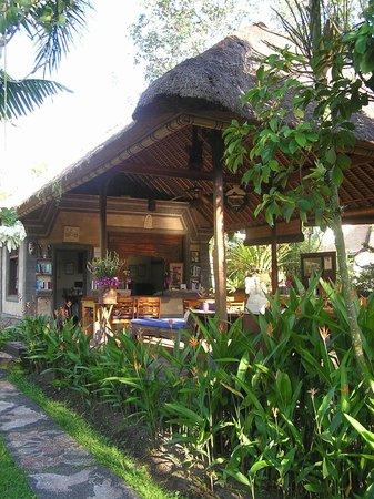 Réception de l'hôtel Alam Shanti